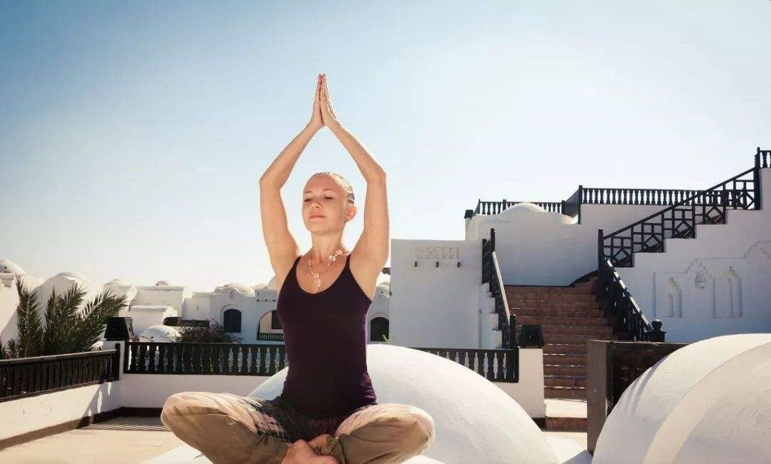 How do yoga beginners find suitable yoga for them?