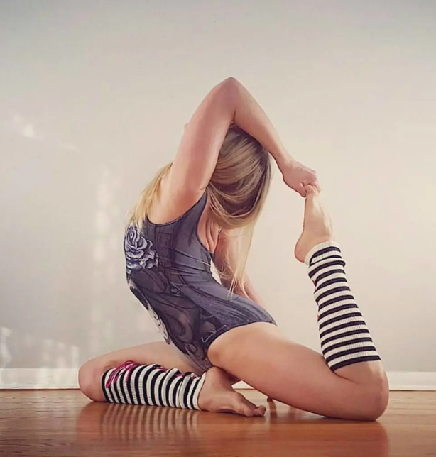 Yoga poses for 10 minutes every morning will keep you refreshed all day long!