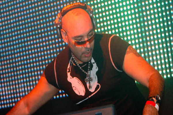 Roger Sanchez Live Funky House DJ-Sets DVD Compilation (2000 - 2008)