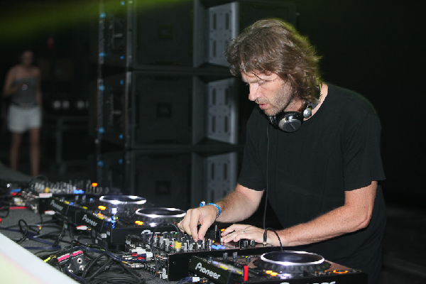 Hernan cattaneo Live Tech House & Progressive DJ-Sets SPECIAL COMPILATION (2001 - 2020)