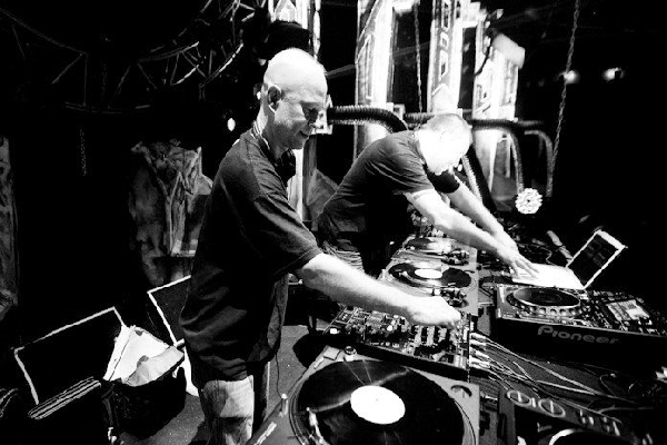 D.A.V.E The Drummer Live Techno & Acid Techno DJ-Sets Compilation (2002 - 2009)