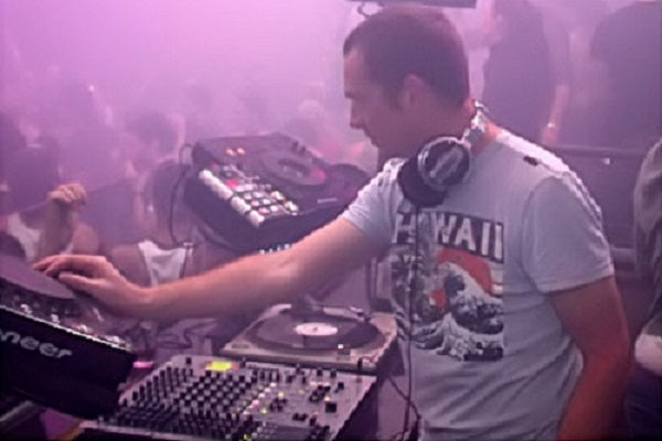 Nick Warren Live Progressive & Tech House DJ-Sets DVD Compilation (2000 - 2013)