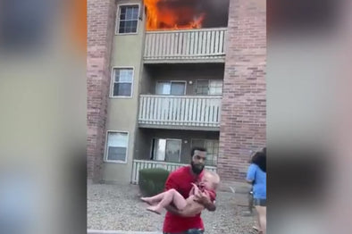 Two heroes save two children from a burning apartment