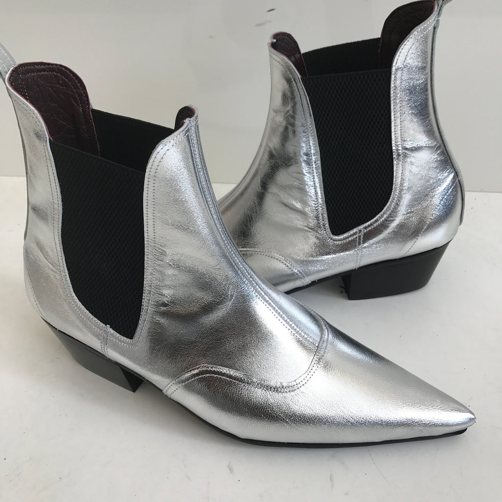 Beat Boots in silver leather