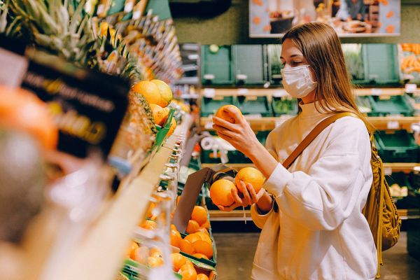 woman shopping for oranges