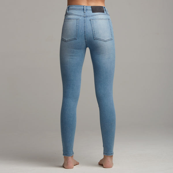 GIGI RIPPED BLUE JEANS - CT055