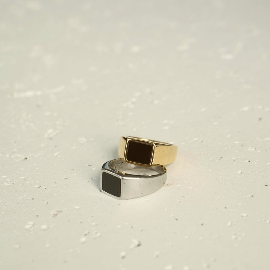 Black Onyx Ring (Gold)