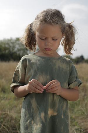 Load image into Gallery viewer, Khaki, Hand-dyed Tee [Age 4]