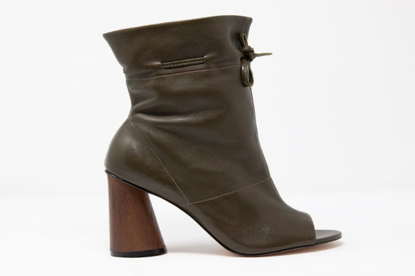 Shaz Self-Tie Leather Boots