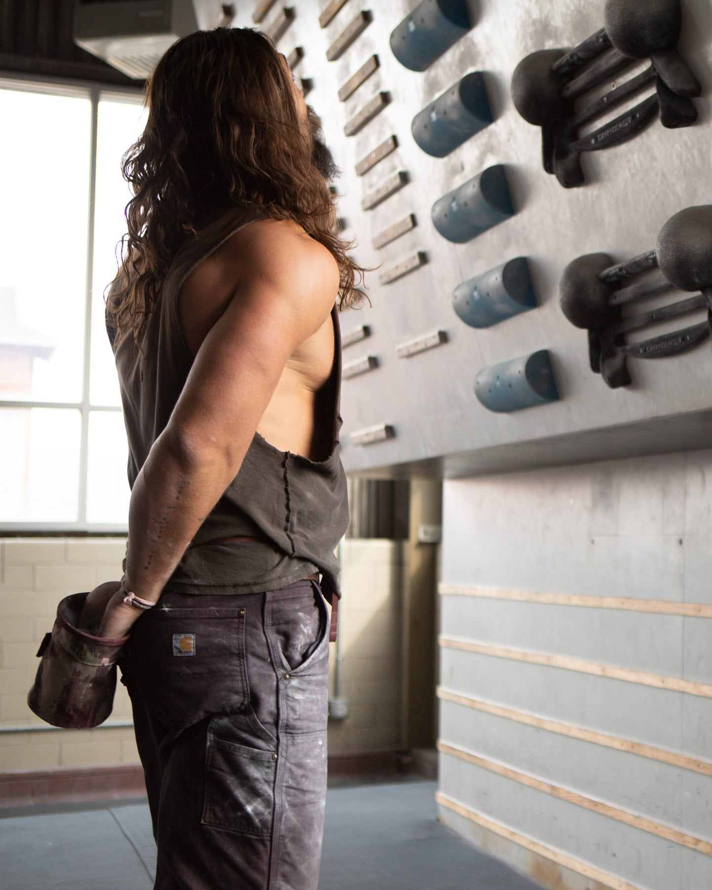 So iLL x On The Roam eco camo chalk bucket at ascend pittsburgh being used by jason momoa