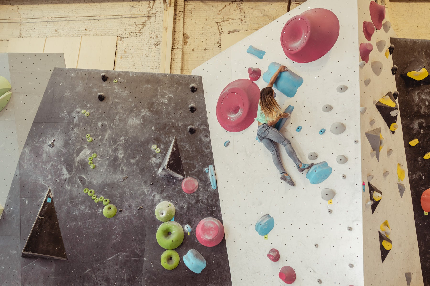So iLL New Zero Pro being climbed in by So iLL Athlete Meagan Martin climbing in the seafoam stacked logo tee