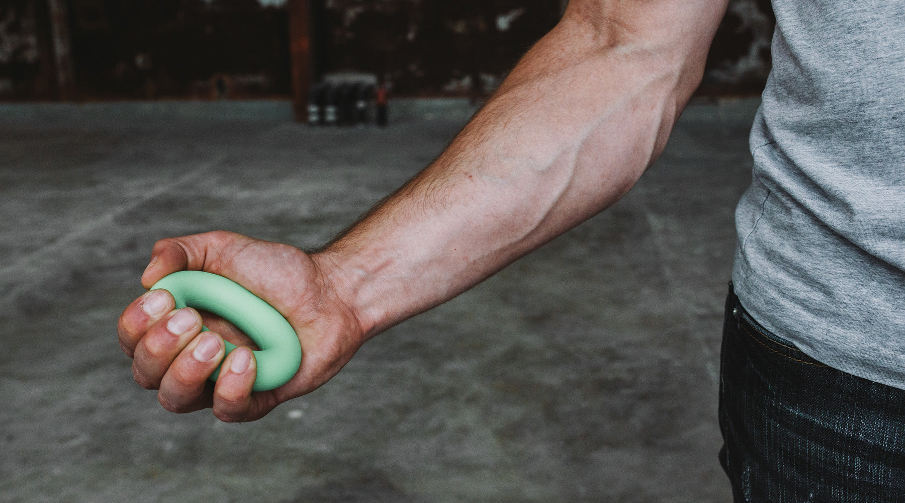 A climber trains with the so ill strength hand trainer
