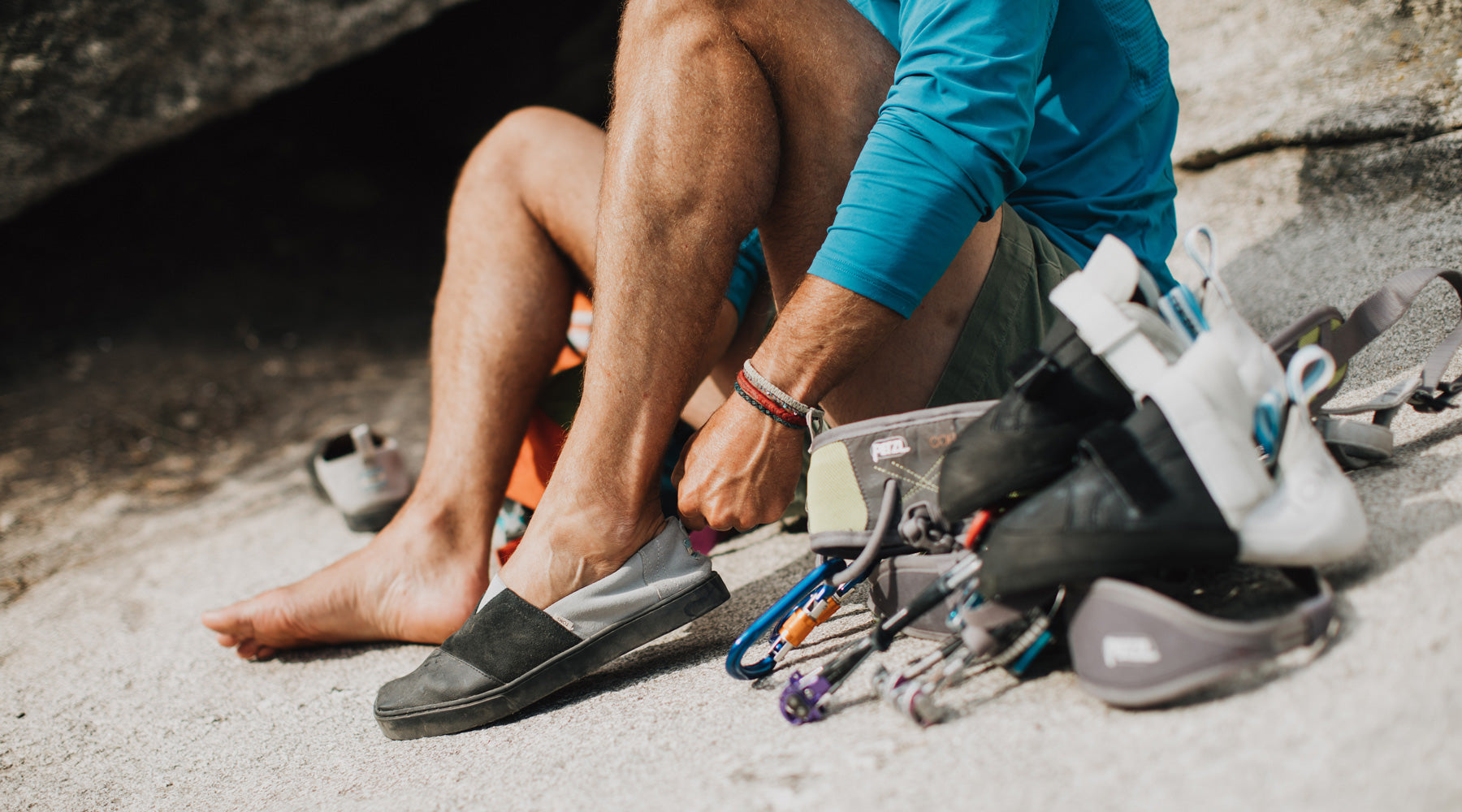 988f0c069b5 toms founder blake mycoskie puts on a pair of so ill toms alpargatas