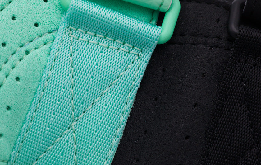So iLL street lv in teal and black Climbing Shoe close up of webbing