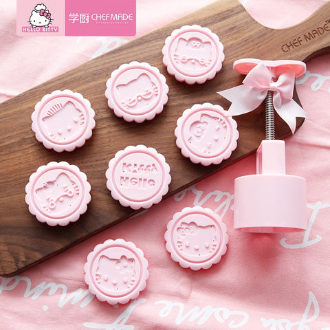 CHEFMADE Hello Kitty Kitchen 75g Snowy Cake Mold Hand-pressed Home Mung Bean Pastry Heart Embossed Stereo Round Set Pastry Tools - Hello Kitty Camp
