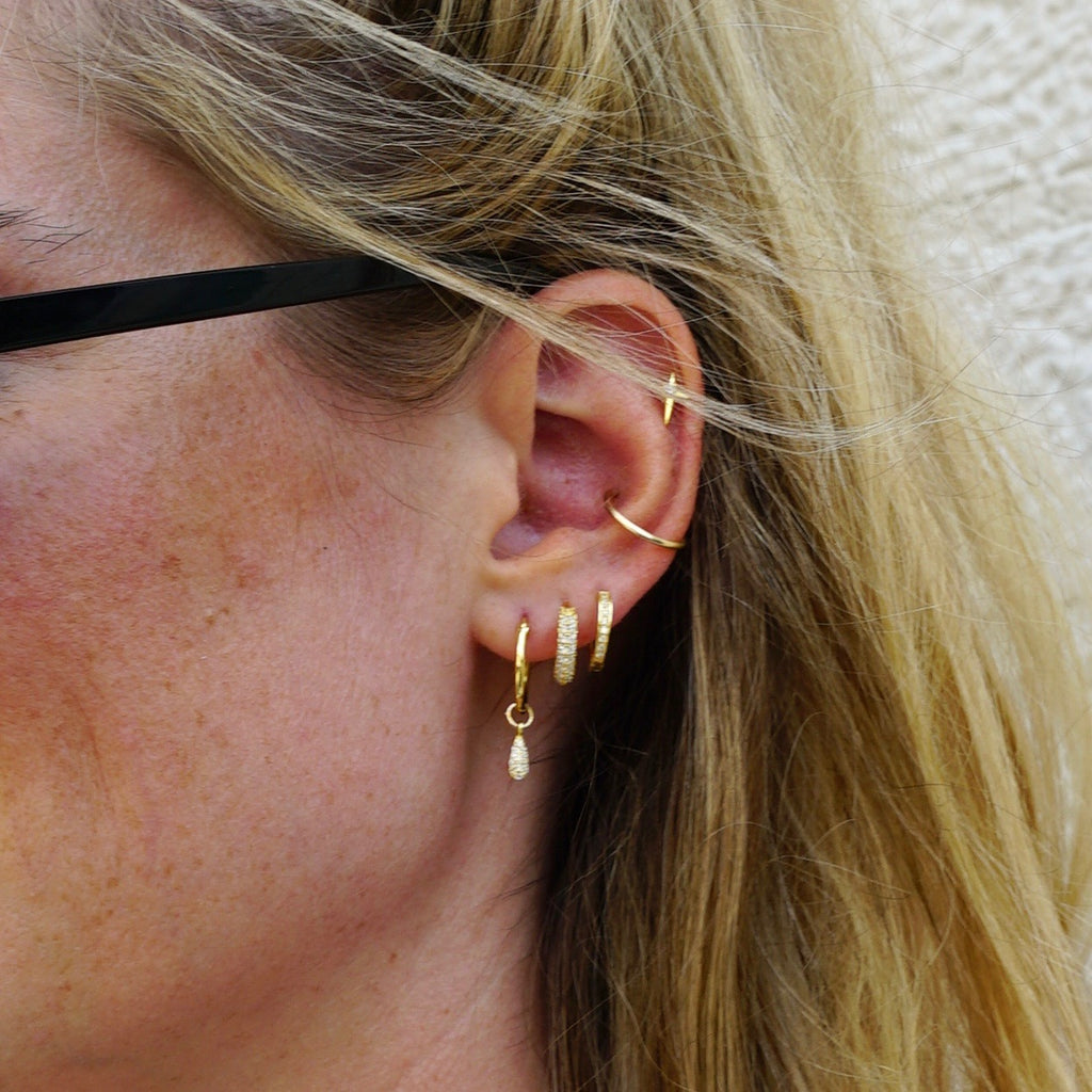 GENI CZ HOOPS GOLD - eff.Y.bee