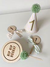 Load image into Gallery viewer, Round 'Hip hip Hooray' Cake topper