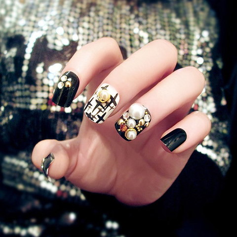Black Rhinestone Finished Nails