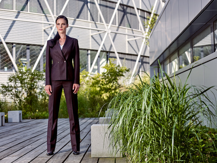 WHY IS TAILORED ALWAYS BEST WHEN BUYING A WOMEN'S SUIT?