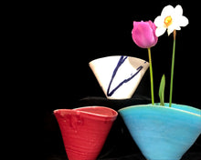 Load image into Gallery viewer, V-Shaped Vases