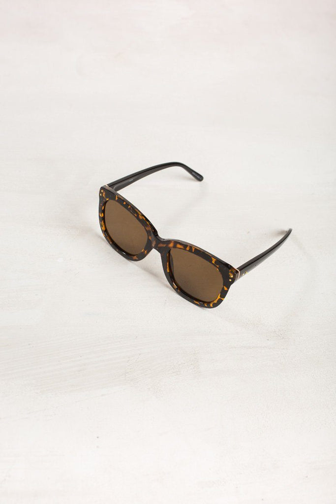 Lynn Square Sunglasses Sunglasses FAME Tortoise