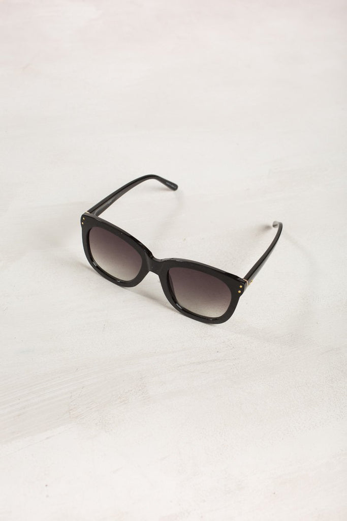 Lynn Square Sunglasses Sunglasses FAME Black