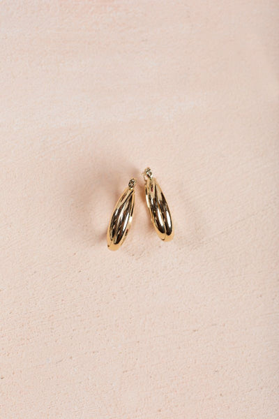 Faye Gold Oval Hoop Earrings Earrings Fame Gold