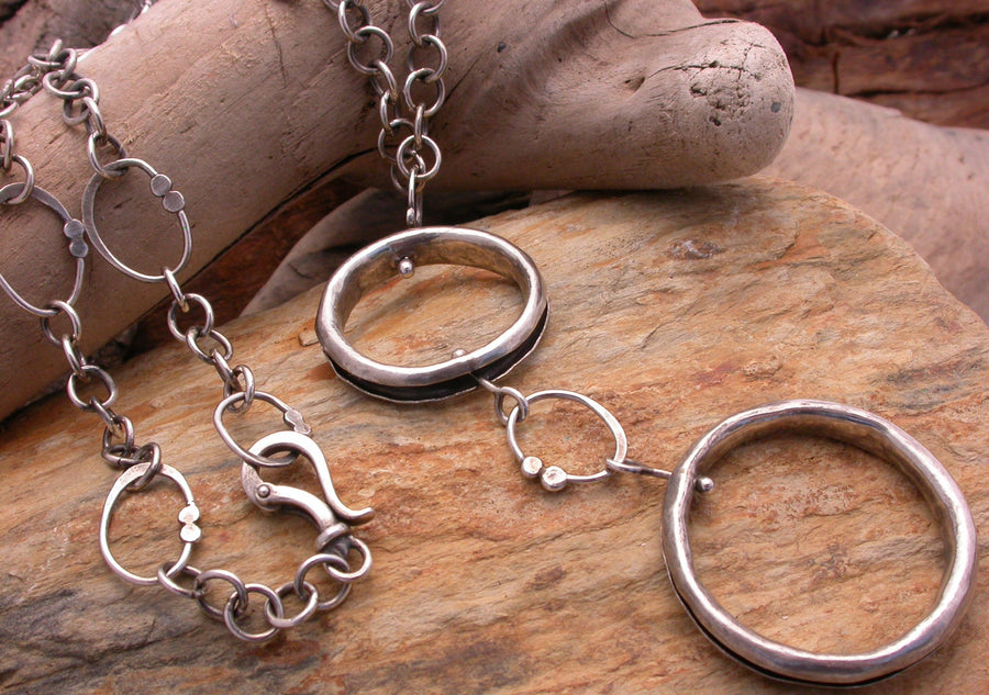 Double anti-clastic ring necklace