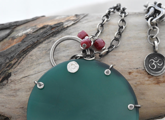 Planet Dot Jewelry Green Agate and Ruby Necklace