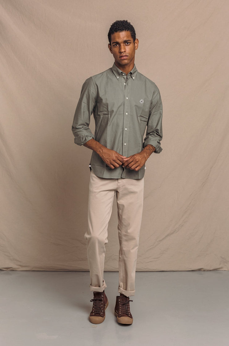 CAMISA OXFORD KAKI BUTTON DOWN