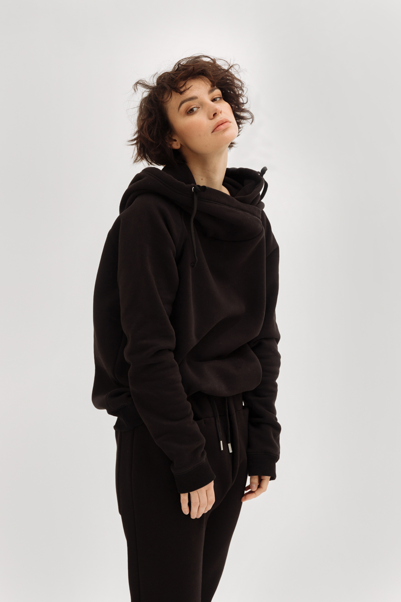 Oversized hooded sweatshirt (fall/winter)