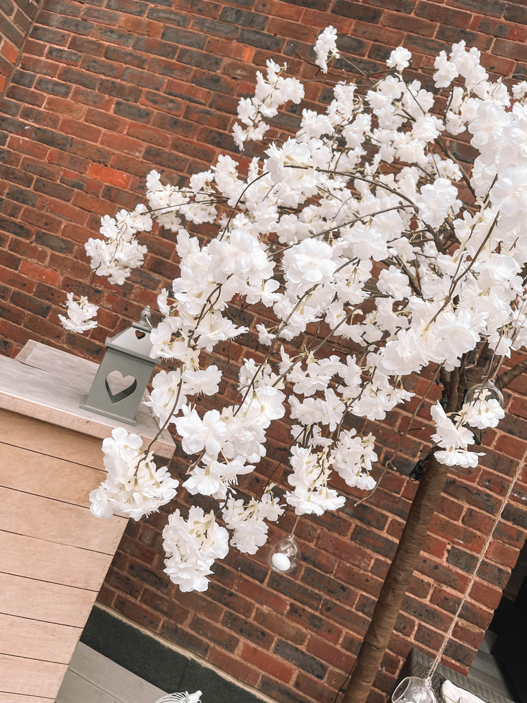 White Cherry Blossom artificial tree corporate summer white party decoration props.