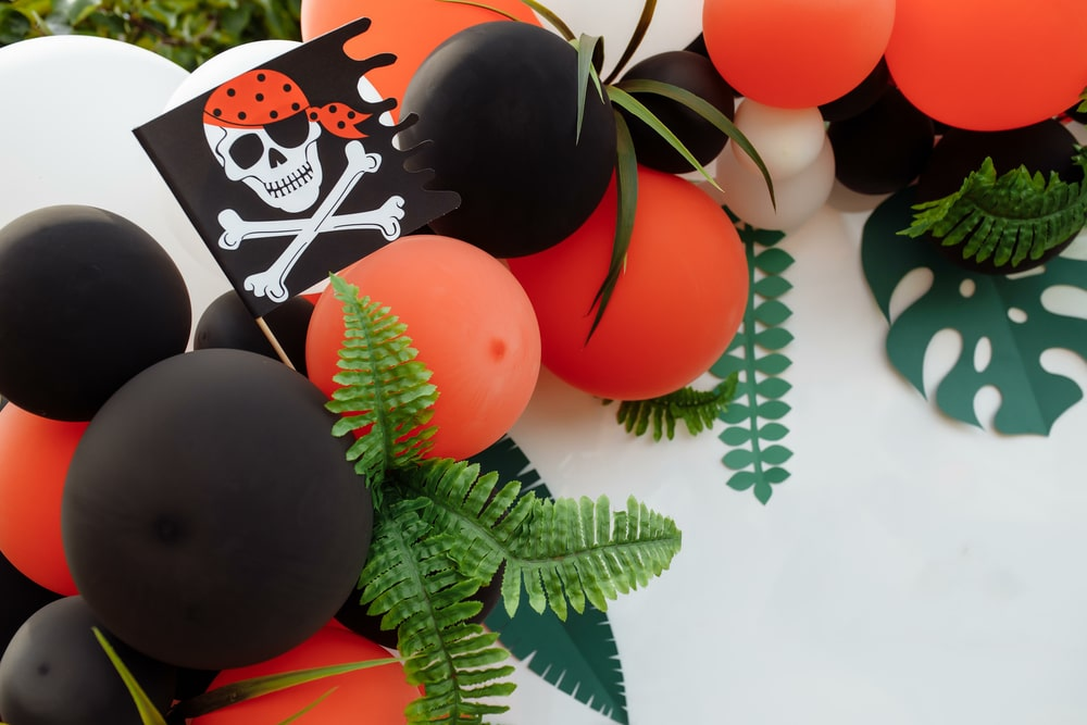 Pirate Party Balloon decorations ballon garland kit themed to kids pirate party celebration.