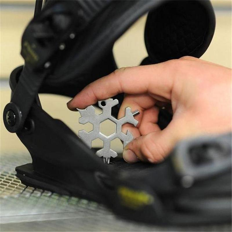 HOT SALE🔥BUY 2 GET 15% OFF🔥18-in-1 Edelstahl Schneeflocken Multi-tool