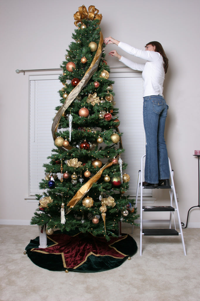 A woman decorating her Christmas tree burns 300 calories in one hour