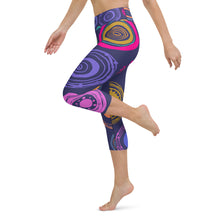 Load image into Gallery viewer, Polka Dot Yoga Capri Leggings