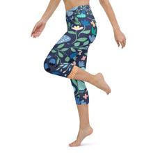Load image into Gallery viewer, Floral Butterfly Print Yoga Capri Leggings