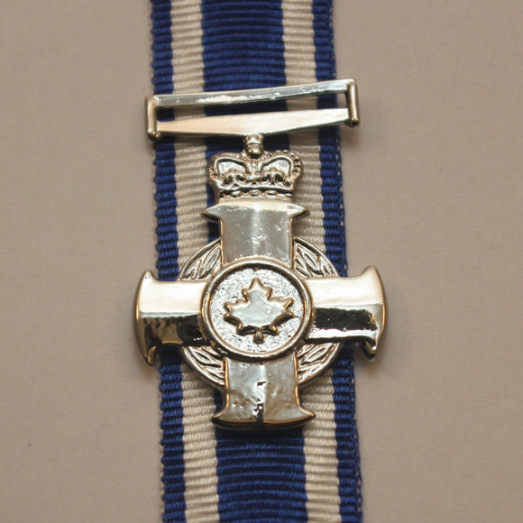 Canadian Meritorious Service Cross(All Divisions), Miniature