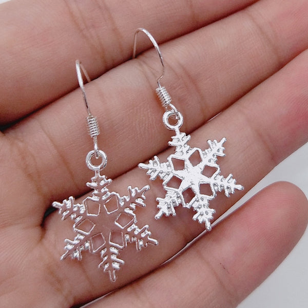 Simple Pendientes silver color Hollow Snowflake Zircon Flower Stud Earrings for Women Christmas Gift Brincos Oorbellen