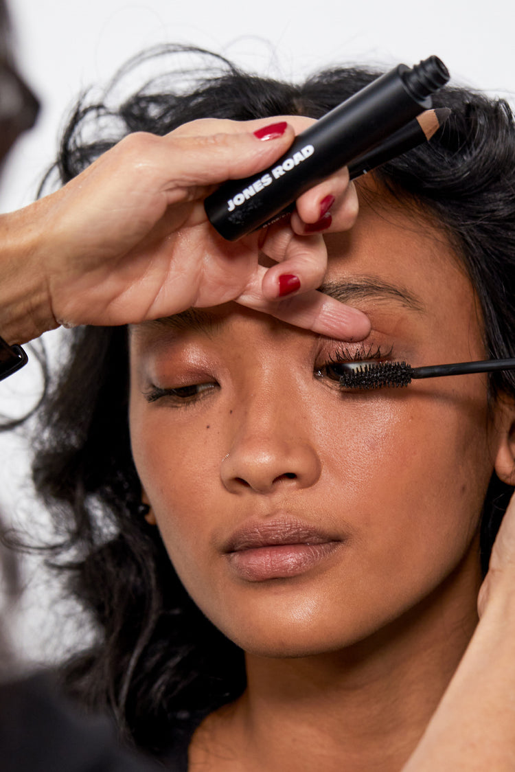 Makeup artist Bobbi Brown applying Jones Road clean mascara to model