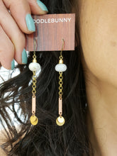 Load image into Gallery viewer, Moonstone Pailette drop earrings