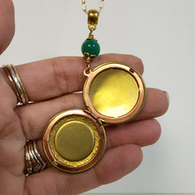 Load image into Gallery viewer, Vintage locket necklace green malachite