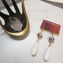 Load image into Gallery viewer, Cloisonne white Agate drop earrings