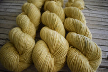 Load image into Gallery viewer, Canola - Cottonwool, hand dyed.