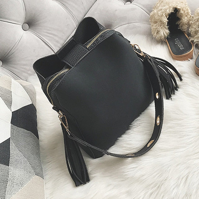 Classic bucket shoulder bag black