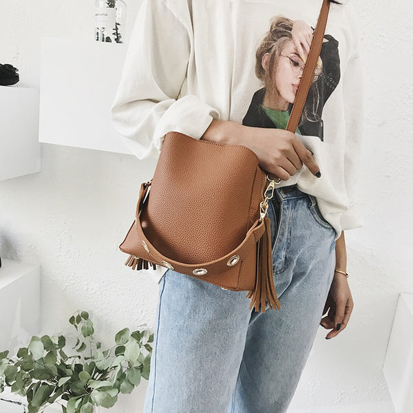 Classic bucket shoulder bag brown
