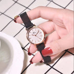 Black Chain Magnetic Lock 1103 Women's Wrist Watch