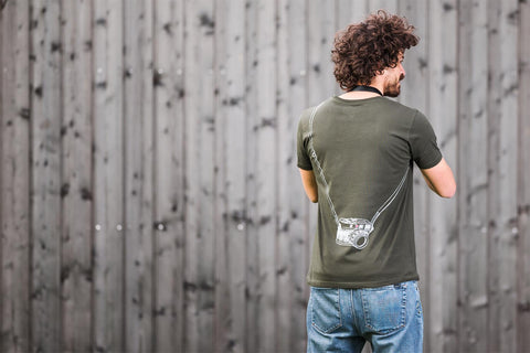 darkmilitary - T-Shirt LEICOGRAPHER Lens Cap Pocket - COOPH Cooperative of Photography GmbH