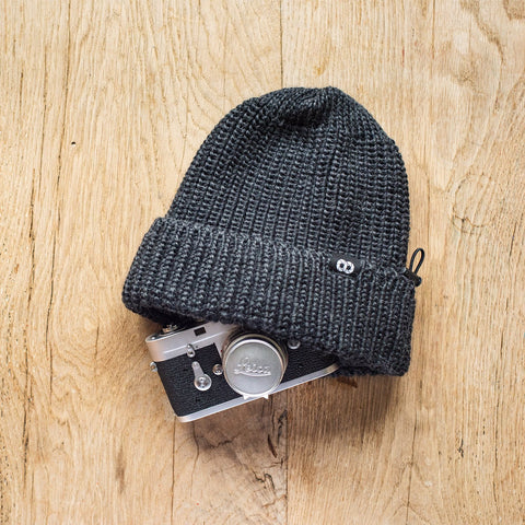 darkgray - Pouch Beanie KNIT (short) - COOPH Cooperative of Photography GmbH