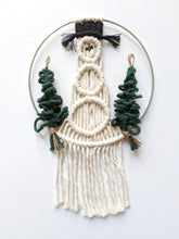 Load image into Gallery viewer, Macrame Snowman Wreath